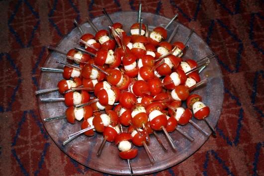 mini brochettes tomate mozzarella al pesto