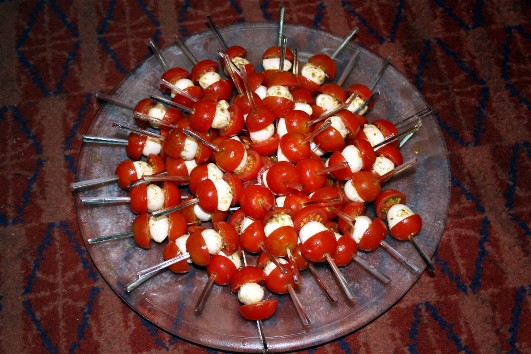 mini brochettes tomate mozzarella al pesto